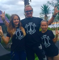 T-SHIRT PRAYPEACELOVE